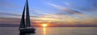 Романтичен залез на яхта